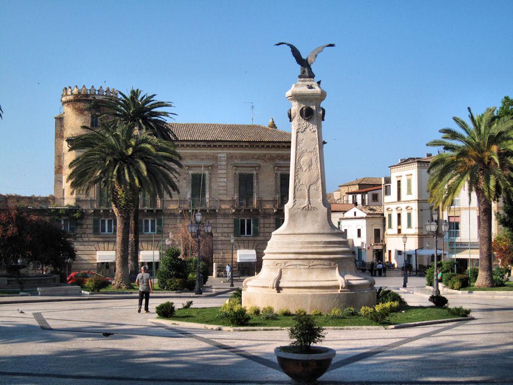 Vasto, Piazza Rossetti